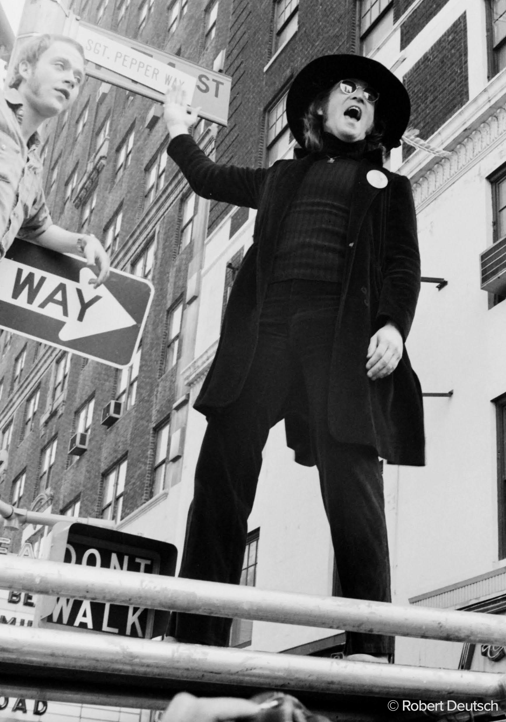 The Beatles Polska: Wystawa zdjęć Johna Lennona wykonanych przez Roberta Deutscha w muzem Beatles Story